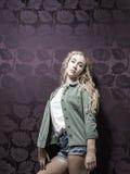 Junge amerikanische blonde weibliche Mode Stockfotografie