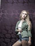 Junge amerikanische blonde weibliche Mode Lizenzfreie Stockbilder