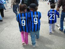 Junge Anhänger-Inter- Fußball-Club Mailand stockbild