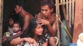 Junge arme Leute Eautiful auf Myanmar machen Zoom glatt stock video