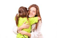 Junge Arztfrau mit kleinem Mädchen lizenzfreies stockbild