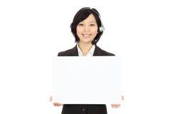 Junge asiatische Bediener lizenzfreies stockfoto