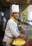 Junge asiatische Chefaufstellung stockfoto