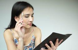 Junge asiatische Dame lizenzfreie stockbilder