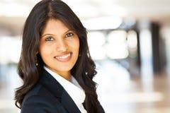 Junge asiatische Geschäftsfrau lizenzfreie stockfotos