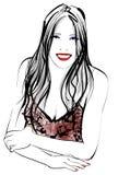 Junge asiatische hübsche Frau, die an der Kamera lächelt Stockfotografie