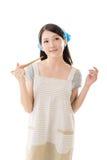 Junge asiatische Hausfrau lizenzfreies stockfoto