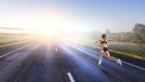 Junge Athletenfrau Gemischte Medien lizenzfreie stockfotos
