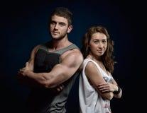 Junge athletische Paare Stockfotos