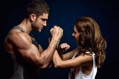 Junge athletische Paare Lizenzfreies Stockfoto