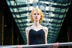 Junge attraktive blonde Frau Stockbilder