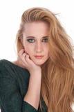 Junge attraktive braune behaarte Frau an lokalisiert Stockfoto