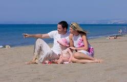 Junge attraktive Familie auf Ferien in Spanien Stockfoto