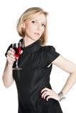 Junge attraktive Frau, die ein Glas Rotwein anhält Lizenzfreie Stockbilder