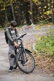 Junge auf dem Fahrrad Stockfoto