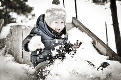 Junge auf dem Hügel Stockfotos