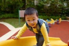 Junge auf dem Spielplatzdia Stockfotografie