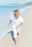 Junge auf dem Strand Stockfotografie