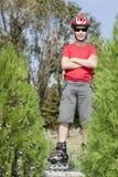 Junge auf den Rollerblades Lizenzfreies Stockbild