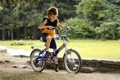 Junge auf Fahrrad Lizenzfreies Stockbild