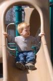 Junge auf Plättchen Stockfotos