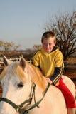 Junge auf Pony Lizenzfreies Stockfoto