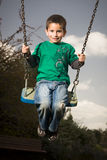 Junge auf Schwingen Lizenzfreie Stockfotografie