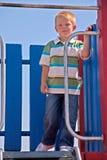 Junge auf Spielplatz Stockfotos
