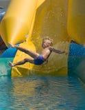 Junge auf Wasserplättchen Lizenzfreie Stockfotografie