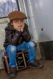 Junge auf Zug Stockbild