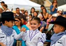 Junge Ausführende am Festival stockfotos