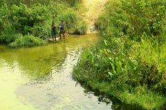 Junge badende Mädchen stockfotografie