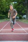Junge bildete 100 m run_2 aus Stockfotos