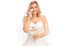 Junge blonde Braut, die aus Freude heraus schreit Lizenzfreies Stockbild