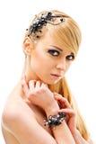 Junge blonde Dame mit Luxuxzubehör Stockfotografie