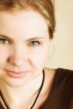 Junge blonde Frau Stockfoto
