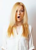 Junge blonde Frau auf weißer backgroung Geste greift oben, Isolat ab Lizenzfreies Stockbild