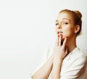 Junge blonde Frau auf weißer backgroung Geste greift oben, Isolat ab Stockfotografie
