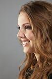 Junge blonde Frau in der Profilansicht Stockfotografie