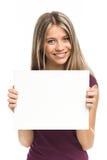 Junge blonde Frau, die leeres Schild zeigt Stockbild