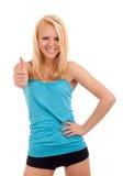 Junge blonde Frau, die sich Daumen zeigt Stockbild
