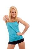 Junge blonde Frau, die unten Daumen zeigt Lizenzfreie Stockfotos