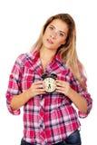 Junge blonde Frau, die Wecker zeigt Lizenzfreie Stockfotografie