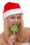 Junge blonde Frau im Sankt-Hut mit Süßigkeit Stockfotografie