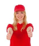 Junge blonde Frau kleidete den Händler mit roten Uniformen o.k. sagend Stockfotografie