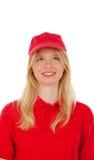 Junge blonde Frau kleidete Händler mit roter Uniform Lizenzfreie Stockbilder
