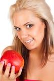 Junge blonde Frau mit Apfel Lizenzfreie Stockfotografie
