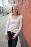 Junge blonde Frau mit blauen Augen Lizenzfreies Stockbild