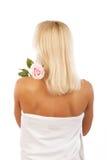 Junge blonde Frau mit Blume Stockfotografie