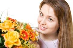 Junge blonde Frau mit Blumen Stockbild